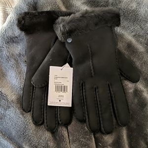 UGG Single Point Skeepskin Leather Glove Black